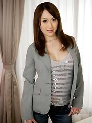 Sexy Yui Takashiro showing off
