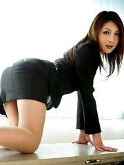 Hottie Rara Mizuki loves posing