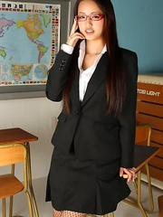 Yuki Mogami busty shows nasty ass under school uniform