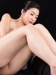 Curvaceous brunette Enami Ryu shoves her toes in his mouth during an HJ