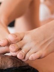 White bra beauty Aiku Kisaragi using her perfect feet to get this dude off
